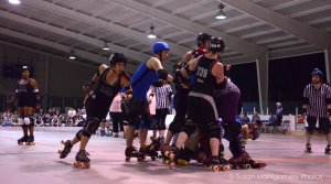 Ann Arbor Roller Derby -  Jammer super move - Shutter speed priority, ISO 3200, 1/500 sec