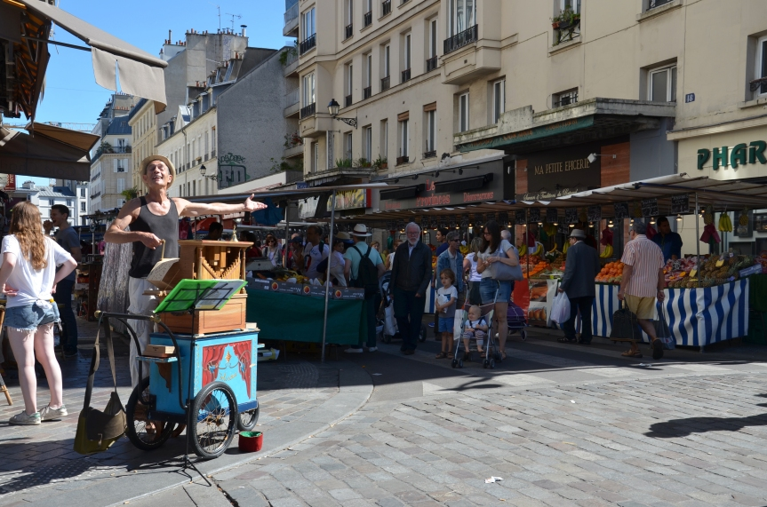 Organist entertaining at Marche Aligre, Paris